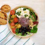 Burrata saladebowl van Zoe's Bowls
